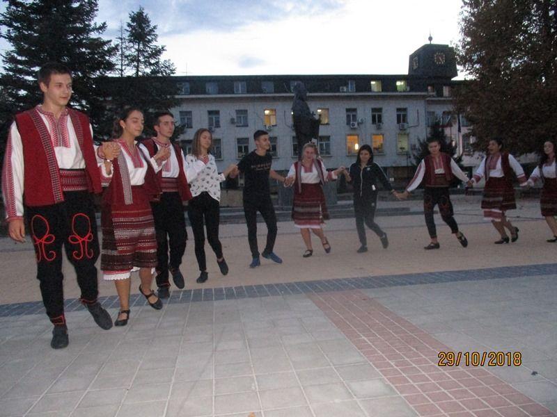 """""""Да се хванем на хорце и да покажем, че българският дух е жив"""" - голяма снимка"""