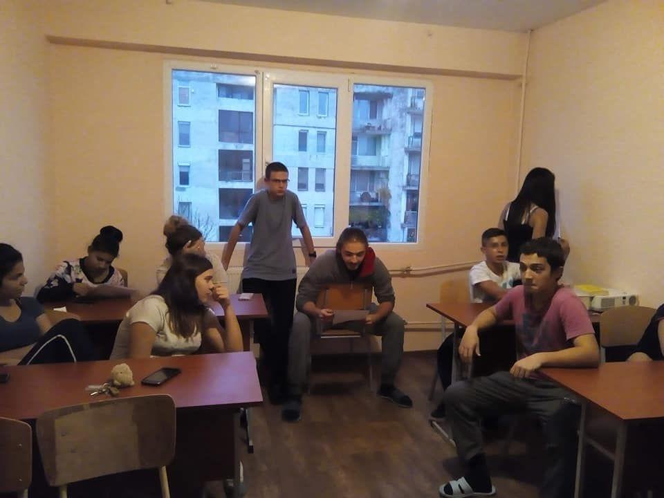 """Дискусия в клуба """"Младежки дебати"""" на тема """"Правата на човека"""" - голяма снимка"""